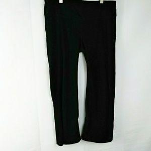 Athleta black medium Capri pants